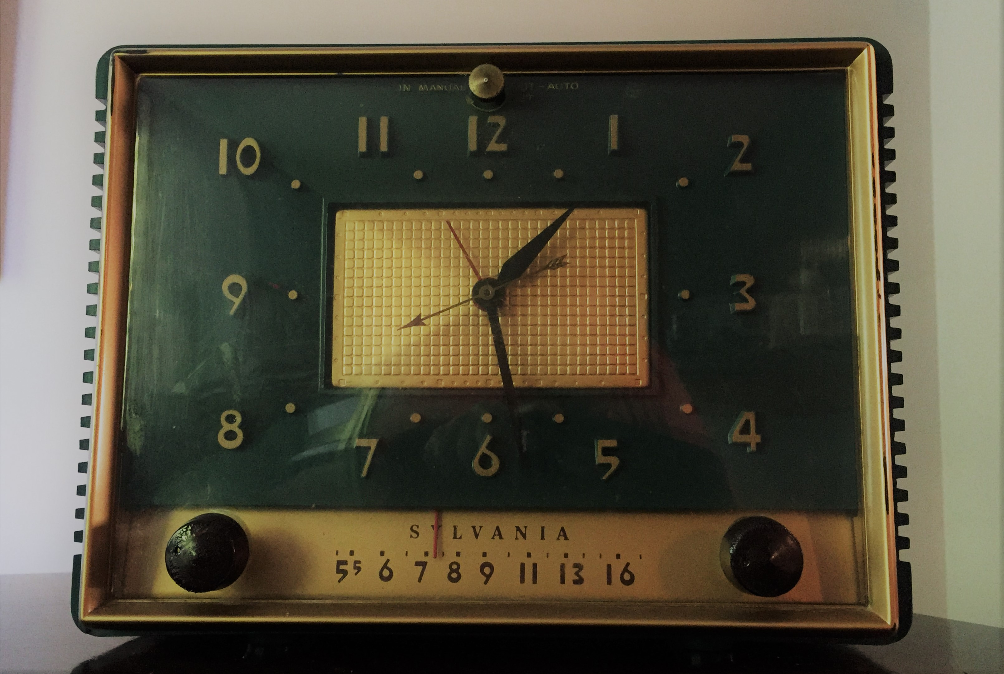 Sylvania AM clock radio, model 542GR, circa 1952.  That's the year KANU FM 91.5 (Kansas Public Radio) first signed on the air. Unfortunately, this AM radio could not tune in KANU.  (Photo by J. Schafer)
