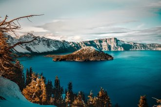 Crater Lake in Oregon (Photo courtesy of www.maxpixel.net)
