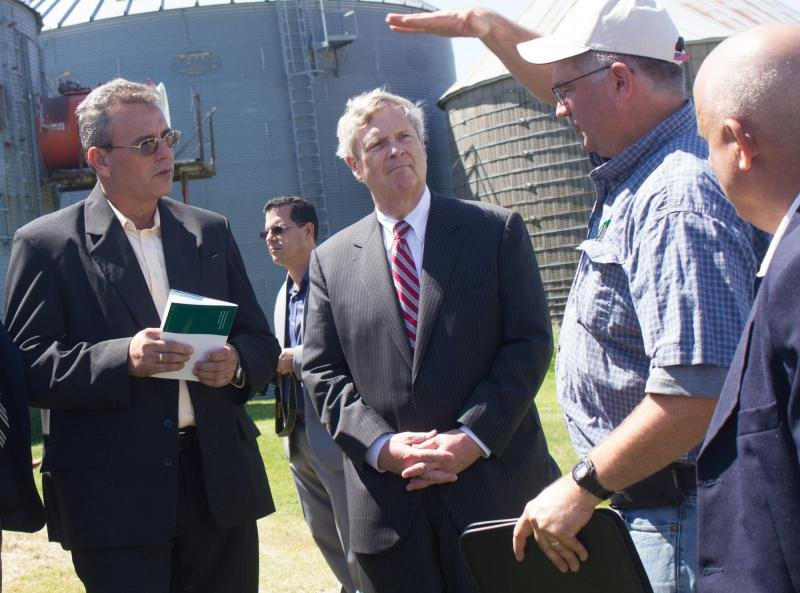 Then U.S. Secretary of Agriculture Tom Vilsack (center) and Cuban Agriculture Minister Gustavo Rodriguez Rollero (left) listen to Central Iowa farmer Aaron Lehman during a tour of Lehman's farm in 2016. (Photo by Amy Mayer, Harvest Public Media)